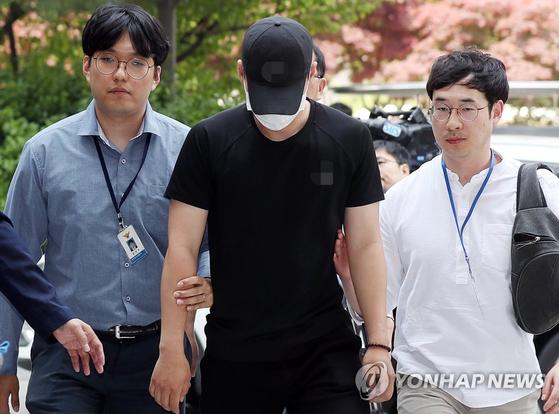 '인천 축구클럽 승합차 운전자 김모(24)씨가 첫 재판에서 혐의를 인정했다.[연합뉴스]