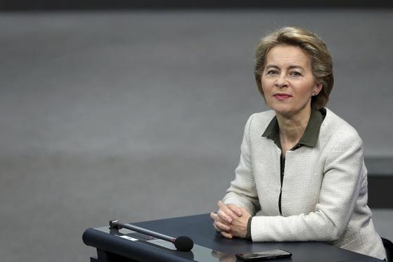 첫 여성 EU 집행위원장 후보가 된 우르줄라 폰 데어 라이엔 독일 국방장관 [AP=연합뉴스]