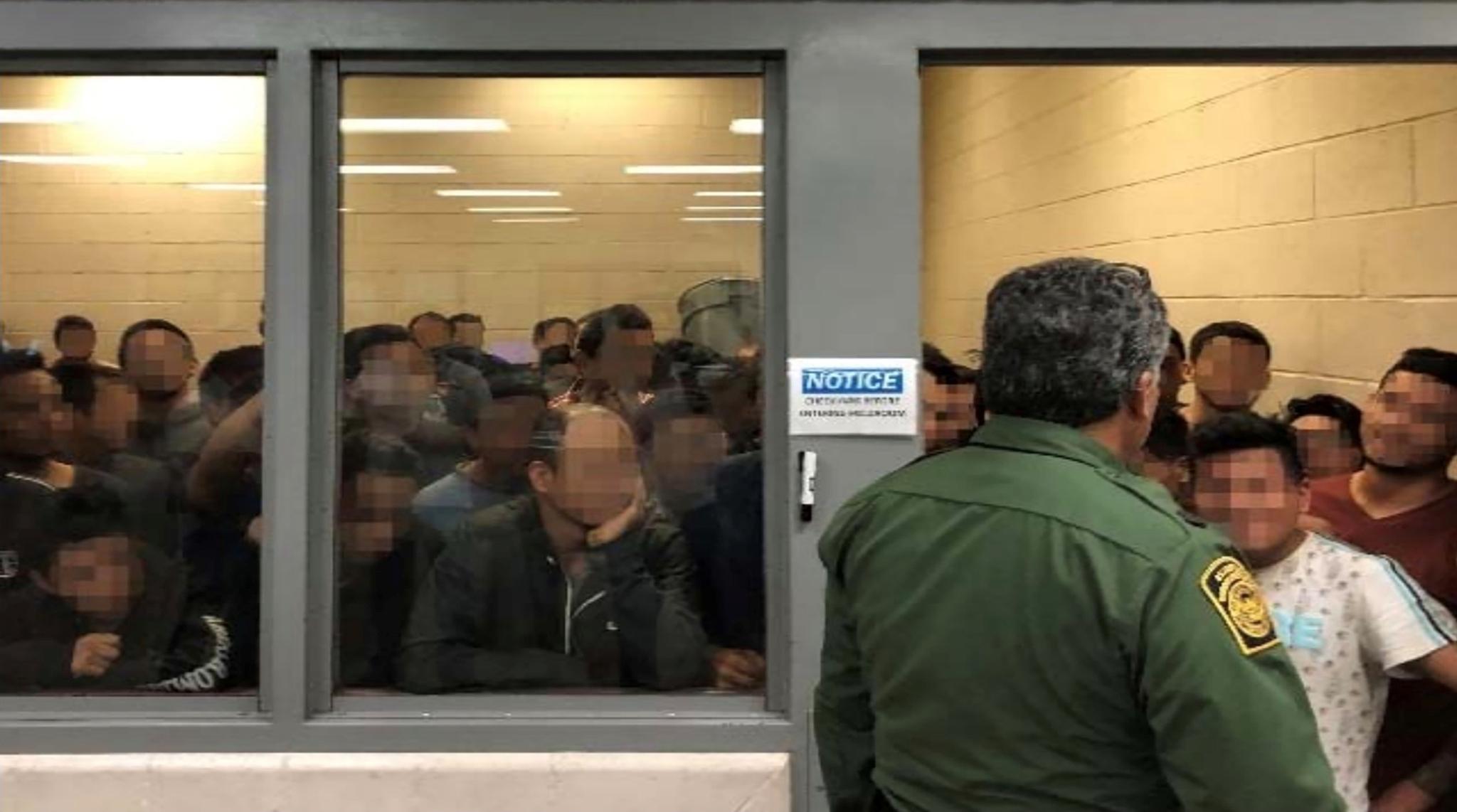 지난 6월 10일 맥칼렌의 구금시설이 이민자로 가득 차 있다. [로이터=연합뉴스]