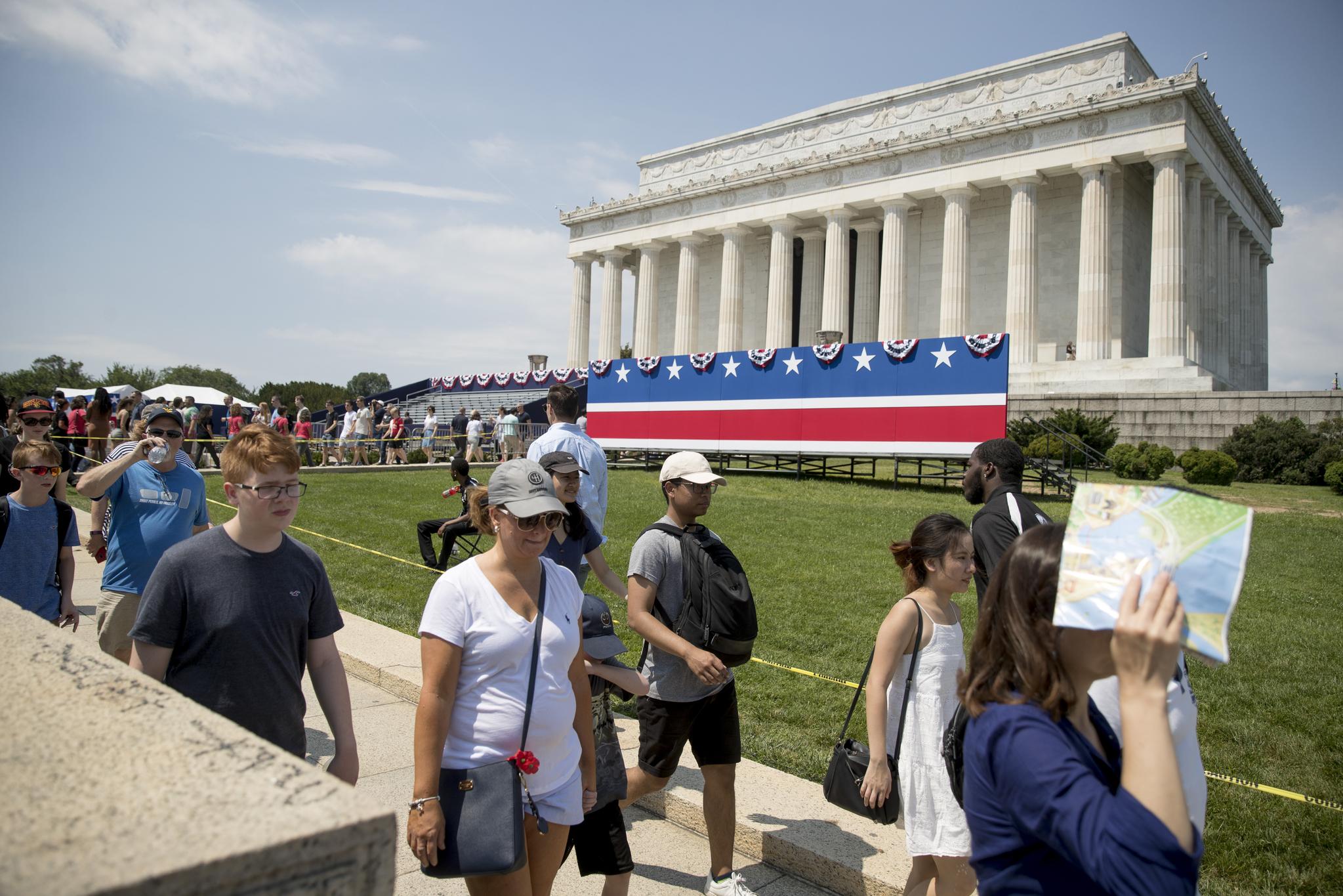 2일(현지시간) 독립기념일 행사준비가 한창인 미국 워싱턴 D.C 링컨 기념관. [AFP=연합뉴스]