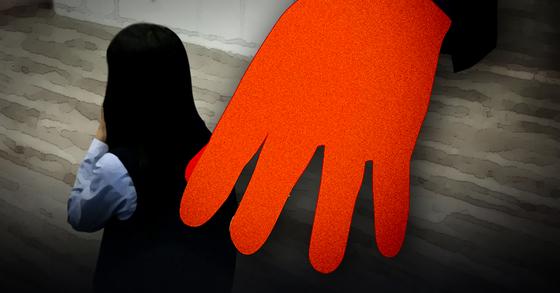 4일 수십명의 청소년들을 속여 성관계를 맺고 불법촬영된 영상을 판매까지한 40대 남성이 징역 10년을 선고한 1심 형량이 과중하다며 감형을 주장했다. [중앙포토·연합뉴스·뉴스1]