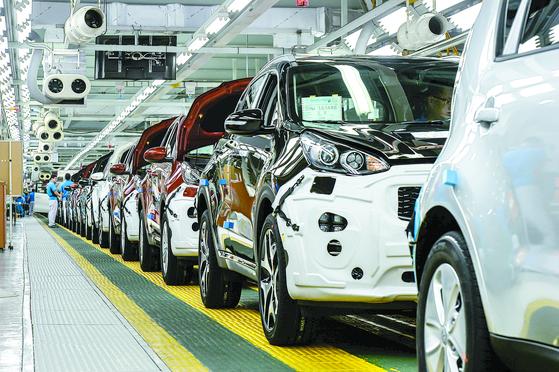 현대차의 완성차 공장이 들어설 광주에 위치한 기아차 광주 2공장 생산 라인 모습. [뉴스1]