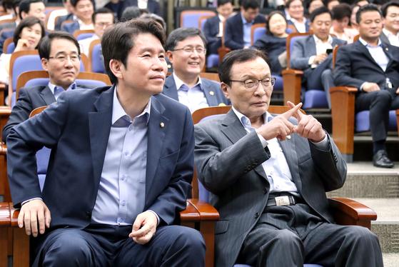 강창일의 정부 대응 비판에 'x'