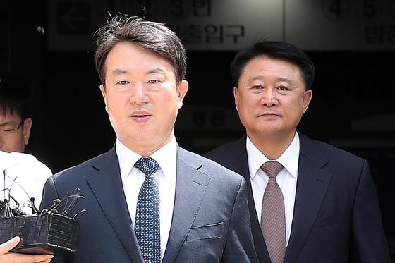 박근혜정부 시절 정보경찰을 동원해 불법적으로 선거 및 정치에 개입하고 정부 비판 세력을 사찰한 혐의를 받는 강신명, 이철성 전 경찰청장. [뉴스1]