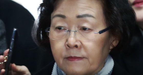 업무상 횡령 등의 혐의로 구속기소 된 신연희 전 강남구청장이 5일 상고심에서 징역 2년 6개월 형을 확정받았다. [연합뉴스]