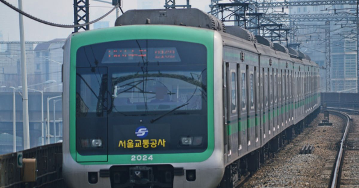 국내에선 서울지하철 2호선부터 에어컨 달린 전동차가 등장했다. [중앙포토]