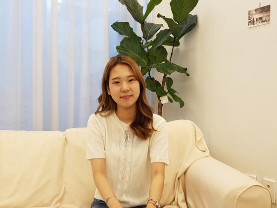 중앙일보는 지난 28일 경기도 안산 단원구의 한 카페에서 '학생 아미' 박혜연(19)씨를 만났다. 김정민 기자