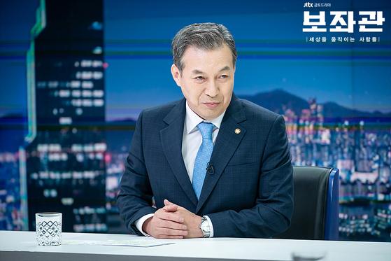 드라마 '보좌관'에서 법무부 장관 자리를 노리는 송희섭 의원 역할을 맡은 배우 김갑수. [사진 JTBC]