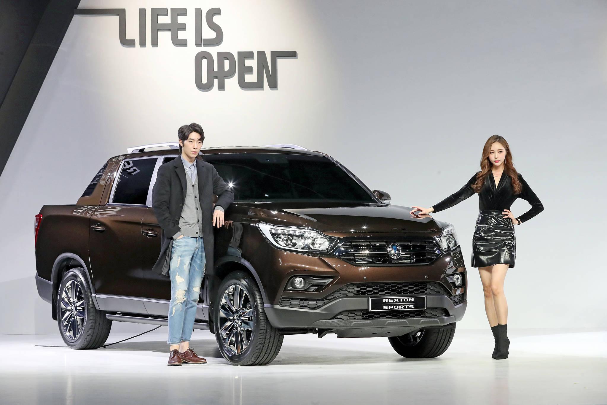 지난해 출시한 렉스턴 스포츠는 쌍용차의 4세대 픽업트럭이다. [연합뉴스]