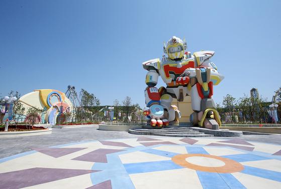 로봇랜드 입구에 있는 대형 로봇 모형. [사진 경남로봇랜드재단]