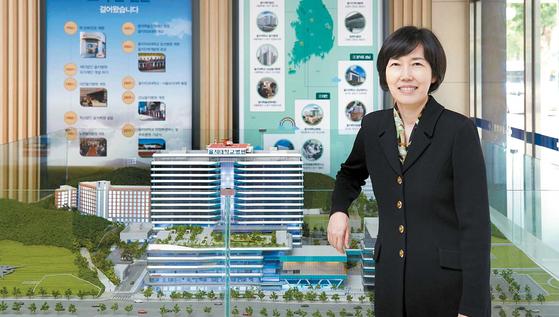 홍성희 을지대 총장은 경기도 의정부시에 건립 중인 부속병원을 의료문화복합 공간으로 꾸며 지역의 랜드마크로 만들겠다는 포부를 밝혔다. 인성욱 기자