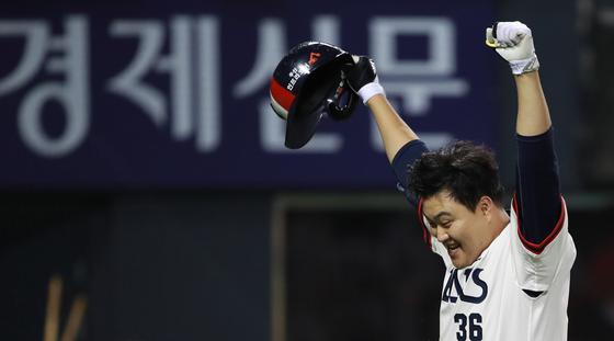 7일 SK전에서 12회말 끝내기 홈런을 날린 두산 오재일. [연합뉴스]