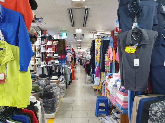 4일 서울 동대문 평화시장. 시장을 찾는 국내외 상인이 줄어 거래가 거의 없다. 최연수 기자