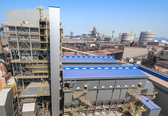 지난달 교체가 완료된 현대제철 당진제철소 소결공장의 대기오염 저감장치 모습. 제철소가 배출하는 미세먼지 유발물질의 90%가 소결공장에서 나오지만 4년째 고장으로 제구실을 하지 못했다. [사진 현대제철]