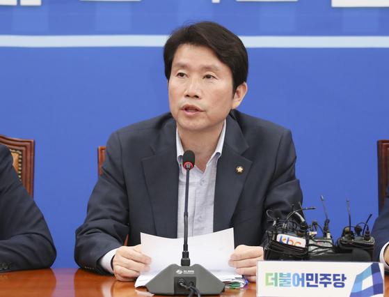 이인영 민주당 원내대표가 9일 국회에서 열린 원내대책회의에서 발언하고 있다. 임현동 기자