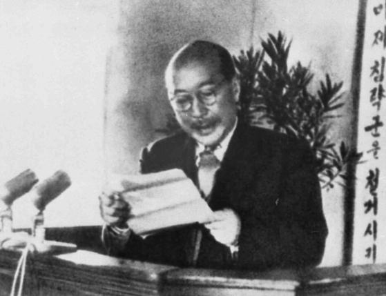 '김일성의 스승'으로 불리는 독립운동가 출신의 최동오가 1948년 4월 남북한 정당사회단체 대표자 연석회의에서 연설을 하고 있다. [중앙포토]