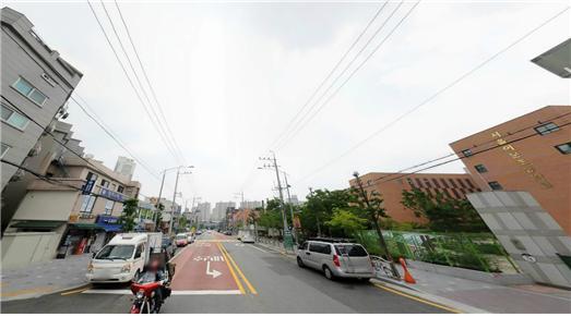 서울 동대문구의 한 초등학교 앞 어린이보호구역에 차들이 불법으로 주차돼있다. [사진 행정안전부]