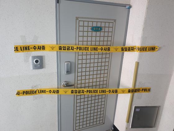 지난 7일 60대 가장이 아내와 딸을 살해한 사건 현장 모습. 위성욱 기자