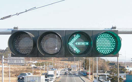 80년대 초 국내에 좌회전 신호를 넣은 4색 신호등이 도입됐다. [중앙포토]
