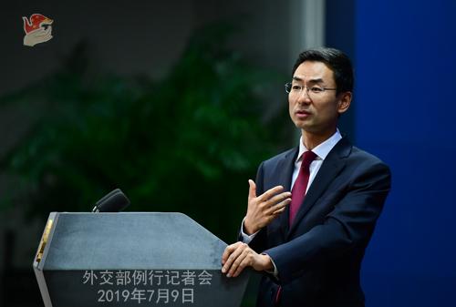 """중국 외교부의 겅솽 대변인은 9일 """"일방주의와 보호주의""""의 문제를 지적하면서 한국과 일본이 서로 평등하게 대하며 대화와 협상으로 관련 문제를 풀어야 할 것이라고 말했다. [중국 외교부 캡처]"""