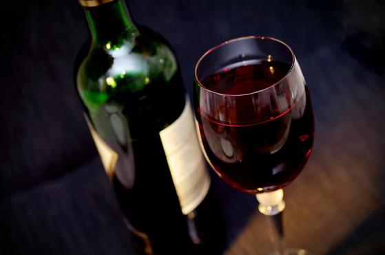 술은 때때로 부부 사이에 대화의 자리를 마련하는 매개체가 된다. 행복을 가져오는 최고의 음식이기도 하다. [사진 pixabay]