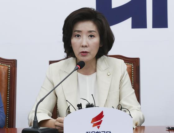 자유한국당 나경원 원내대표가 11일 오전 국호에서 열린 최고위원회의에서 모두발언하고 있다. 임현동 기자