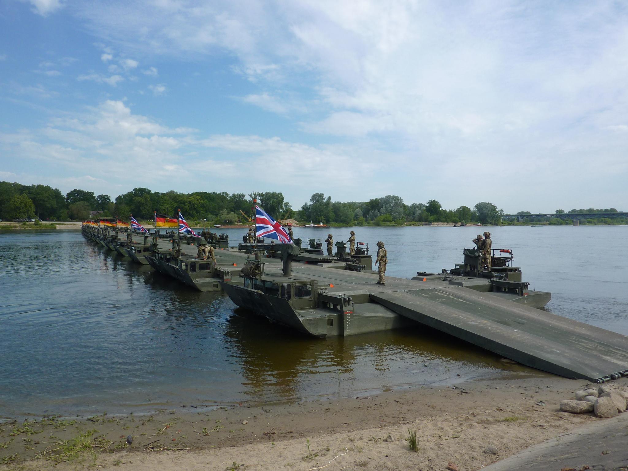 한화디펜스의 한국형 M3 자주도하장비. 세계 10여개국에서 전력화됐고 실전경험도 갖췄다는 게 한화디펜스가 내세우는 장점이다. 북대서양조약기구(NATO) 연합훈련에서 세계 최장(350m) 부교 구축 기록을 세우기도 했다. [사진 한화디펜스]