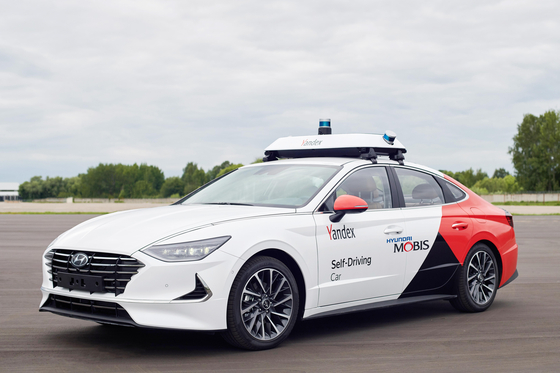 현대모비스가 러시아 최대 포털업체 얀덱스와 공동개발한 로보택시(RoboTaxi). 운전자의 조작이 거의 필요하지 않은 레벨4 수준의 자율주행 기능을 탑재했다. [사진 현대모비스]
