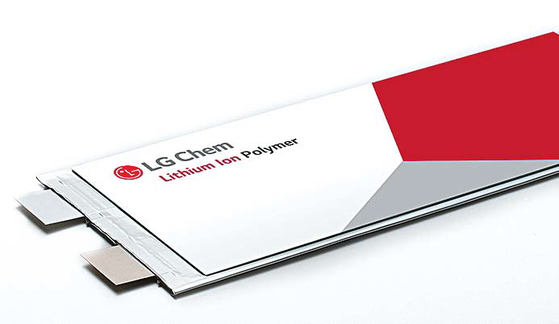 LG화학은 프리미엄 제품으로 세계시장을 선도하고 있다. LG화학 전기차 배터리는 우수한 기술력을 바 탕으로 글로벌 유수 자동차 메이커와 장기공급 계약을 맺었다. [사진 LG화학]