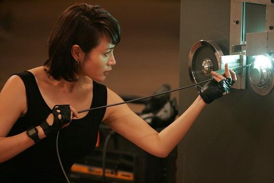 김혜수는 2012년 개봉한 영화 '도둑들'에 출연했다. [사진 도둑들 스틸 이미지]