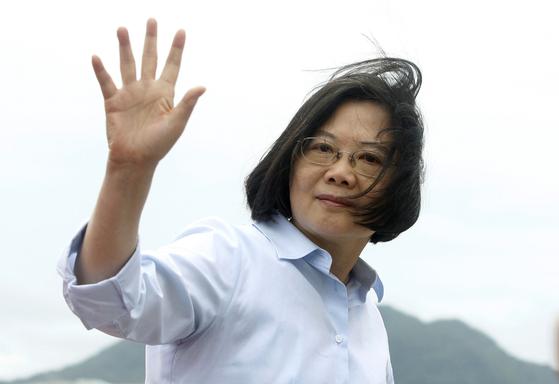 중국의 일국양제 통일 방안에 반대하며 민주주의를 강조하는 대만의 차이잉원 총통..[AP=연합뉴스]