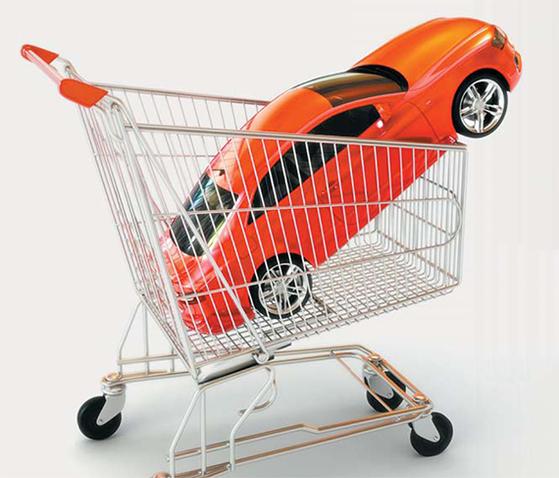 신차를 구입하는 20~30대 소비자가 갈수록 감소하고 있다. 이들은 대안으로 중고차 시장을 찾는다. [중앙포토]