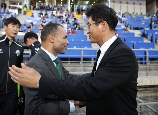 모라이스 전북 감독과 김도훈 울산 감독. 사진=한국프로축구연맹