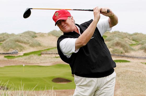 취임 이후 4.7일에 한 번씩 골프장을 찾은 도널드 트럼프 미 대통령. [로이터=연합뉴스]