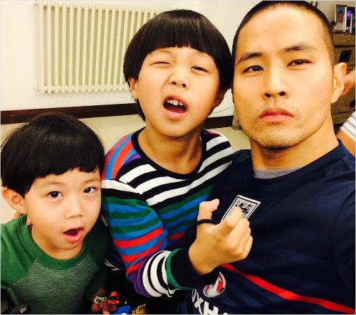 2017년 2월 두 아들과 함께 한 유승준씨의 모습. [유승준 제공]