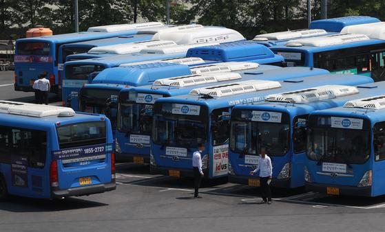 서울의 한 버스 차고지. [연합뉴스]