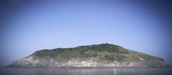 한반도 최서단에 위치한 결렬비열도는 진료하는 30개의 섬중에서 가장 먼곳에 있다. 등대지기 4명이 2개조로 교대 근무한다. 장진영 기자