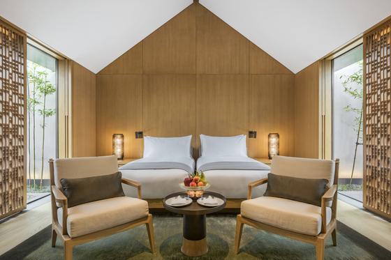 앤티크 빌라 스위트의 침실. 침실은 현대적인 감각이 돋보인다. [사진 아만양윤 리조트]