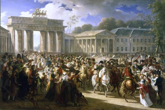 브란덴부르크 문을 지나 프로이센 수도 베를린에 입성하는 나폴레옹의 모습. 예나·아우어슈테트 전투에서 승리한 직후다. 베를린 시민들은 불안 속에서 환영했다.[중앙포토]