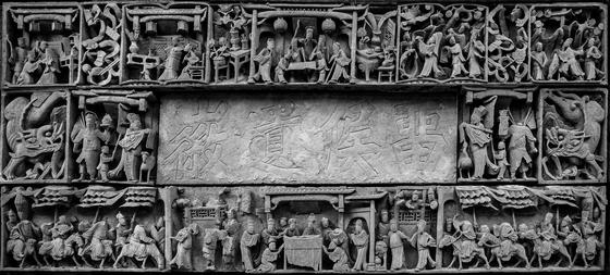 아만양윤 리조트 앤티크 빌라 벽을 장식하고 있는 오래된 조각 [사진 아만양윤 리조트]