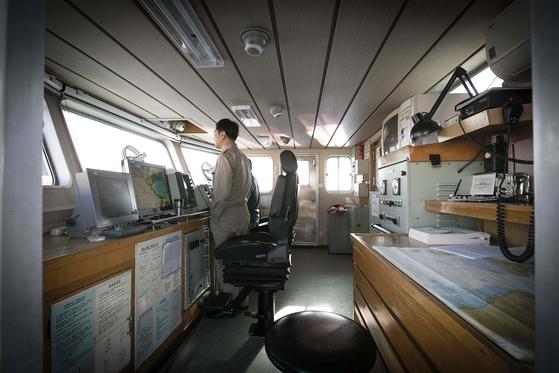 항해 준비중인 이선영 선장. 장진영 기자