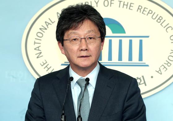 유승민 바른미래당 의원이 지난 4월 국회 정론관에서 기자회견을 하던 모습. 최승식 기자