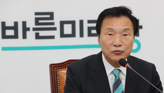 손학규 바른미래당 대표가 15일 오전 국회에서 열린 최고위원회의에서 발언하고 있다. [연합뉴스]