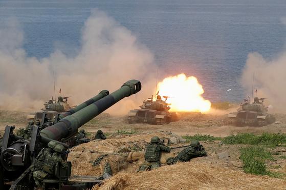중국인민해방군의 공격에 대비해 대만군이 지난 5월 방어훈련을 벌이고 있다. [로이터=연합뉴스]