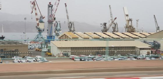 이스라엘 최남단에 있는 홍해안 항구도시 에일라트.사우디 연안가지 20km도 안되는 가까운 거리다. 채인택 기자