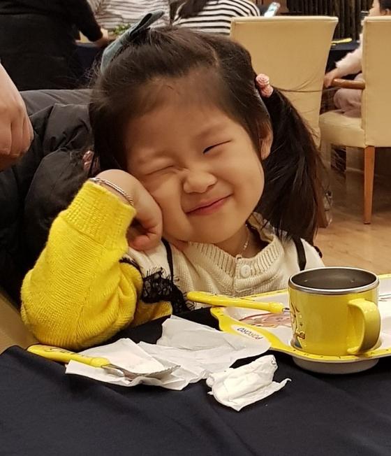 불의의 사고로 6개월 넘게 뇌사상태에 빠져 수원 아주대병원에 치료를 받던 김하늘(4) 양이 지난 7일 4명의 다른 어린이에게 장기를 기증하고 하늘나라로 떠났다. 사진은 하늘 양의 생전 모습. [연합뉴스]