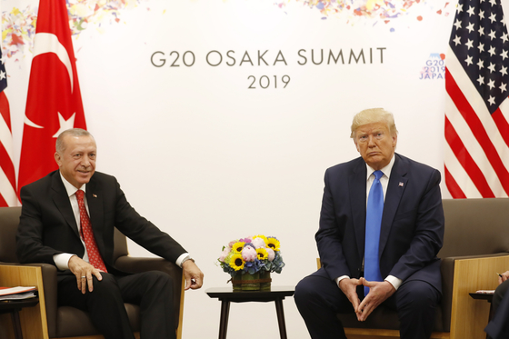 지난달 일본에서 열린 G20 정상회의에서 만난 에르도안 대통령과 트럼프 대통령[EPA=연합뉴스]