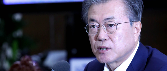 문재인 대통령이 15일 오후 청와대에서 열린 수석보좌관 회의에서 일본의 대(對) 한국 수출 규제와 관련한 발언을 하고 있다. [청와대사진기자단]