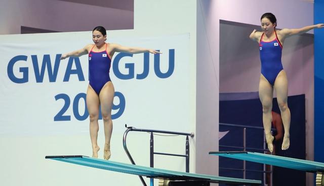 김수지(왼쪽)과 조은비 조는 15일 열린 2019 FINA 광주 세계수영선수권대회 여자 3m 싱크로나이즈드 스프링보드 결승에서 12위에 올랐다. 사진=연합뉴스 제공