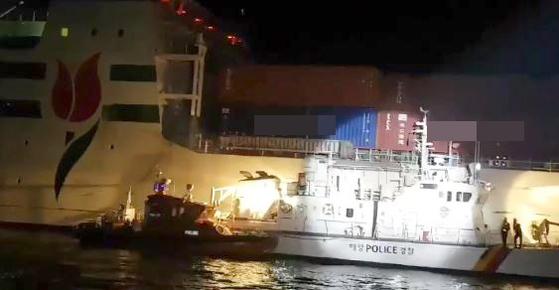 16일 오전 12시 55분쯤 인천 옹진군 자월도 인근 해상을 지나던 카페리선에서 화재가 발생했다. [사진 해양경찰청]